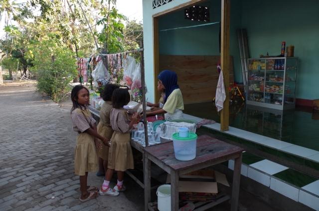 cukorka vásárló gyerekek