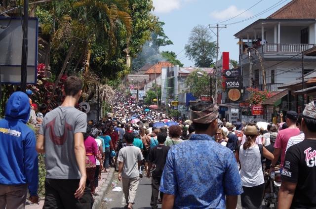 utcai tömeg