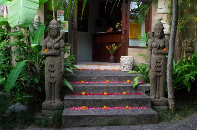 virágos lépcső