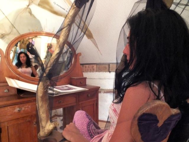 tükörbe meredve