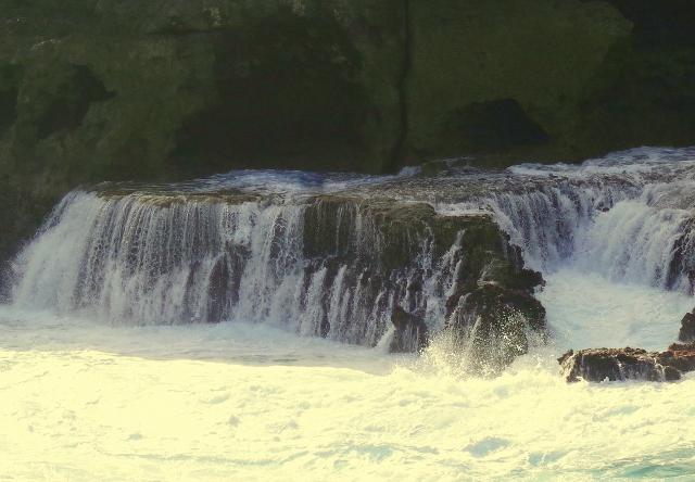 vízeséssé váló hullám
